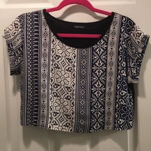 Crop top- patterned, short sleeves, super cute